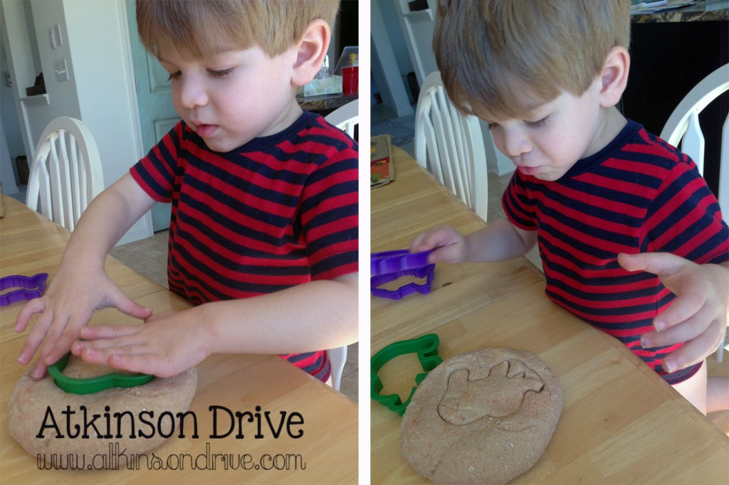 Make your own no-cook Oatmeal Pumpkin Pie play-dough with pantry staples. It's a fun, sensory experience for kids of all ages! /// by Atkinson Drive